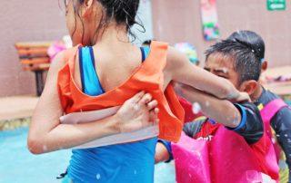 ¿Quién debe responder cuando alguien se lesiona en una piscina comunitaria?